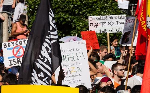 ISIS-Fahne auf dem Weberplatz. Foto: Ruhrbarone